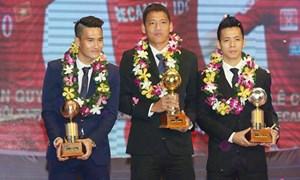 Quả bóng vàng Việt Nam 2015: Vẫn lại so bó đũa, chọn cột cờ