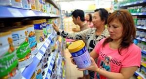Quản lý thị trường sữa: Bỏ 'áp trần' nhưng không thể buông giá
