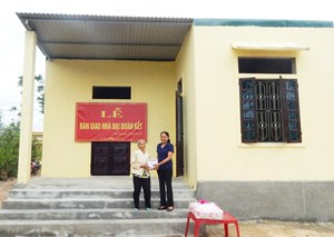 Quảng Bình: Bàn giao nhiều nhà đại đoàn kết cho hộ nghèo