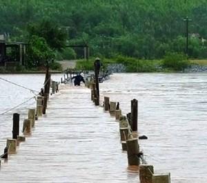 Quảng Bình: Mưa lũ chia cắt nhiều tuyến đường