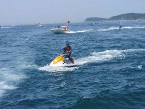 Quảng Nam: Ngừng hoạt động kinh doanh dịch vụ cano kéo dù bay