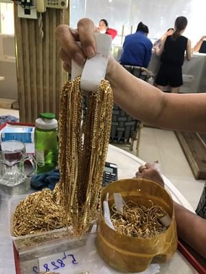 Quảng Nam: Trả gần 5 tỷ đồng và 225 lượng vàng cho chủ tiệm vàng