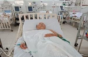 Uống nhầm thuốc nhuộm, cụ ông 84 tuổi nhập viện