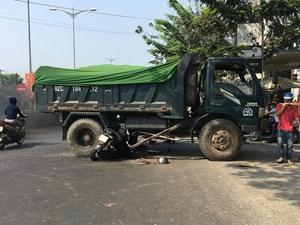 Quảng Nam: Xe máy tông mạnh vào xe tải, một người bị thương nặng