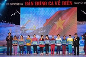 Quảng Ngãi: Tặng 100 sổ tiết kiệm cho ngư dân có hoàn cảnh khó khăn