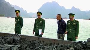 Quảng Ninh: Bắt giữ tàu vận chuyển 900 tấn than bùn không rõ nguồn gốc