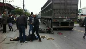 Quảng Ninh: Va chạm với xe làm đường, hai người thương vong