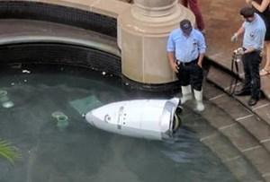 Robot an ninh tự động Knightscope K5 rơi xuống đài phun nước 'chết đuối'