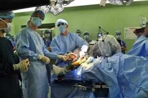 Robot phẫu thuật thay khớp gối: Bệnh nhân đi lại ngay sau mổ