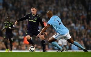 Rooney trở thành cầu thủ thứ hai ghi 200 bàn ở Ngoại hạng Anh