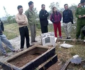 Rúng động vụ phá mộ giữa ban ngày ở Quảng Ninh