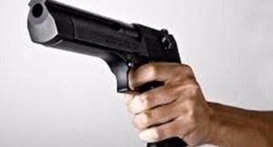 Rút súng hăm dọa dân?