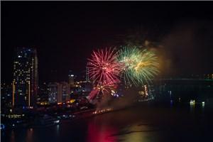 Sắc thái Kim cho đêm thi pháo hoa thứ ba tại Đà Nẵng