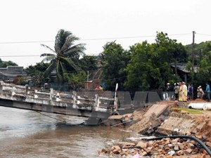 Sập cầu đang thi công tại Tuyên Quang, ba người mất tích