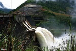 Sau 2 ngày xả lũ, lượng nước đổ về Thủy điện Bản Vẽ vẫn tăng cao