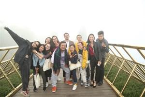 Showbiz Việt 'Gặp gỡ mùa thu', khám phá xứ sở Cầu Vàng