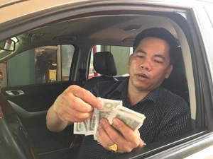 Tái diễn cảnh dân 'vây' trạm BOT cầu Rác bằng tiền lẻ