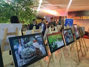 Tái hiện nhịp sống Thủ đô qua triển lãm 'Hà Nội 12 mùa hoa'