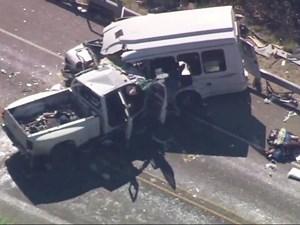 Tai nạn giao thông thảm khốc: Xe buýt đâm xe tải, 12 người chết