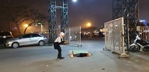 Tài xế taxi tuyệt vọng kêu cứu, tử vong tại cổng sân vận động Mỹ Đình