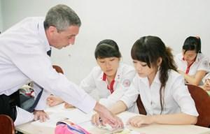 Tạo điều kiện đặc biệt cho tình nguyện viên nước ngoài dạy học