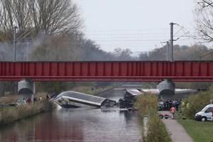 Tàu cao tốc trật đường ray ở Pháp, 10 người chết