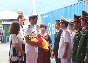 Tàu hải quân New Zealand thăm Đà Nẵng