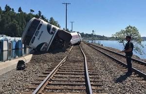 Tàu hỏa chở hơn 250 người trật đường ray ở Mỹ