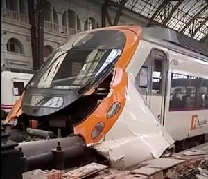 Tàu hỏa đâm vào nhà ga ở Tây Ban Nha, 48 người bị thương