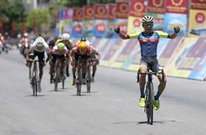 Tay đua nước ngoài vẫn vượt trội