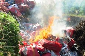 Tây Ninh: Tiêu hủy trên 380.000 bao thuốc lá nhập lậu