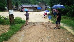 Thanh Hóa: Hàng trăm hộ dân bị nước lũ cô lập