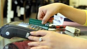 Thanh toán không dùng tiền mặt: Người tiêu dùng vẫn thờ ơ