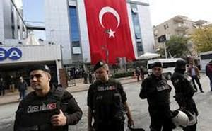 Thổ NhĩKỳ bắt khẩn cấp85 quân nhân