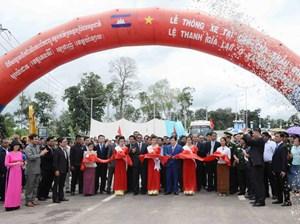 Thông xe tại Cửa khẩu Quốc tế  Việt Nam -  Campuchia