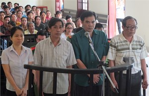 Thủ quỹ bệnh viện nhận án 20 năm tù vì tham ô