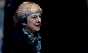 Thủ tướng Anh đối diện nguy cơ từ chức