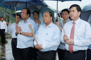Thủ tướng dâng hương tại Khu di tích lưu niệm Trung đoàn 52 Tây Tiến