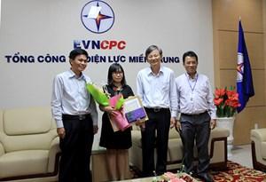 Thủ tướng tặng Bằng khen cho nữ nhân viên Điện lực trả lại 1 tỷ đồng