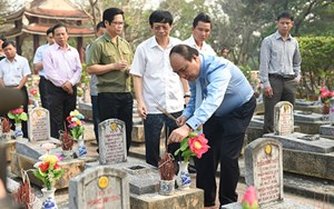 Thủ tướng viếng các anh hùng liệt sĩ tại Quảng Trị