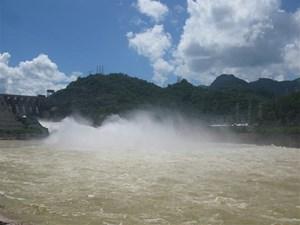 Thủy điện Hoà Bình đóng 1 cửa xả đáy, theo dõi chặt mực nước