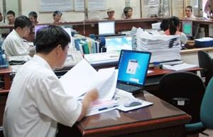 Tính lương thế nào khi chuyển công việc quản lý sang công chức?