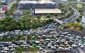 Tìm giải pháp giảm kẹt xe vào sân bay Tân Sơn Nhất