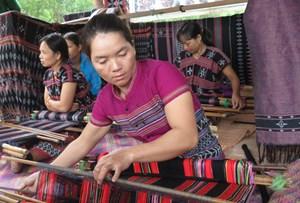 Tôn vinh nghề truyền thống dệt Dèng A Lưới