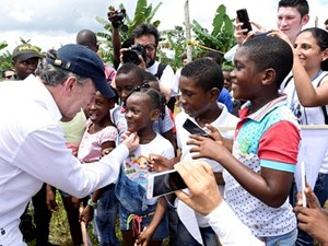 Tổng thống Colombia tặng tiền thưởng Nobel Hòa bình cho người dân