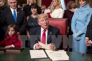 Tổng thống Mỹ Trump ký sắc lệnh đầu tiên chống Obamacare