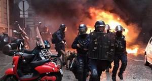 Tổng thống Pháp kêu gọi trật tự sau vụ người biểu tình tấn công cảnh sát