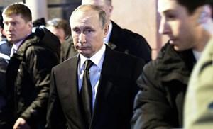 Tổng thống Putin đặt hoa tưởng niệm nạn nhân vụ nổ tàu điện ngầm trong đêm