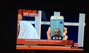 Tổng thống Thổ Nhĩ Kỳ Erdogan hối thúc người dân xuống đường