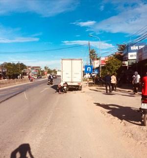 Tông trúng xe tải dừng bên đường, một người đàn ông chết tại chỗ